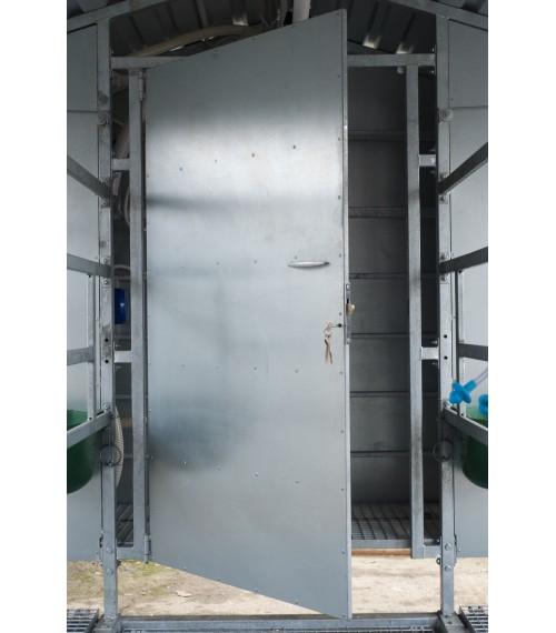 Mobili melžimo aikštelė MOTECH8 su pusiau automatine plovykla ir įrangos patalpa
